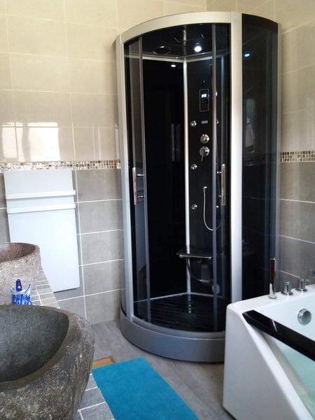 Chambre Double - Vue sur la Montagne, holiday rental in Siradan
