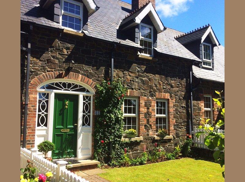 Spacious, stylish Copperpot Cottage Portrush - All 2021 stays booking now!, location de vacances à Portrush