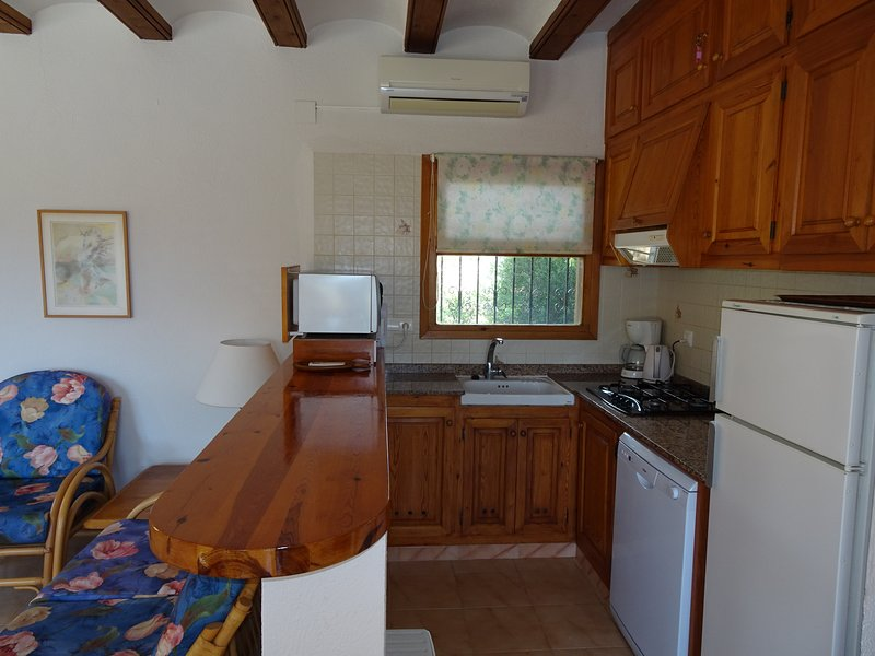 Open kitchen with large work surface. Equipped with dishwasher, combi microwave, fridge / freezer etc.