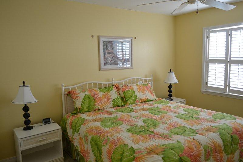 Furniture,Bed,Room,Indoors,Bedroom