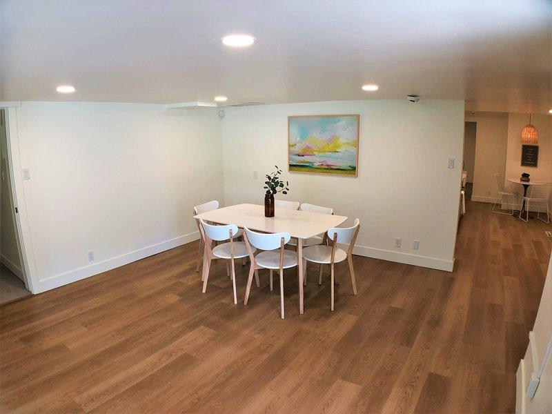 Revêtement de sol, plancher, bois franc, chaise, meubles
