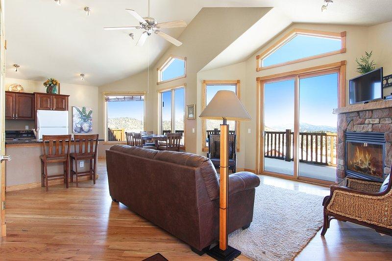 Flooring,Hardwood,Ceiling Fan,Indoors,Floor