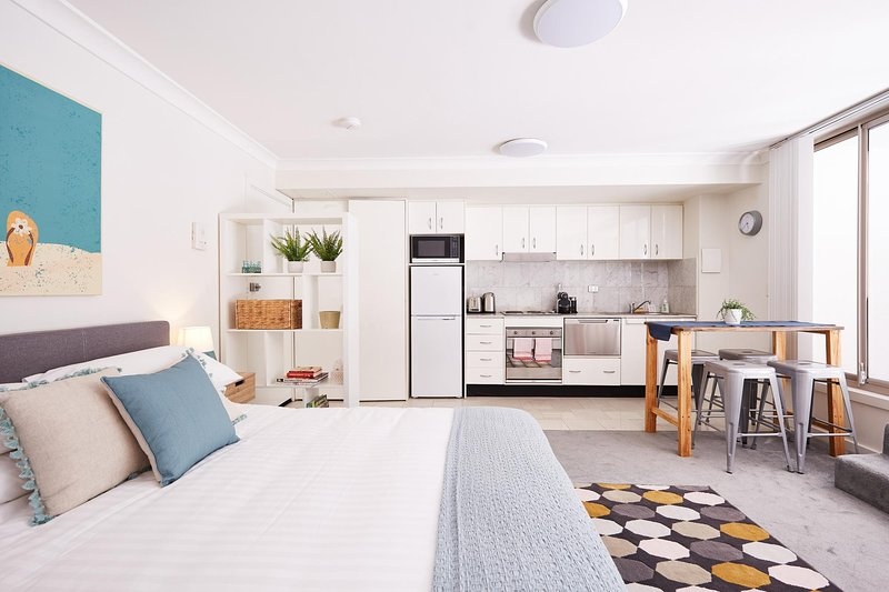 Stylish Manly Studio With BBQ Terrace and Parking, casa vacanza a Watsons Bay