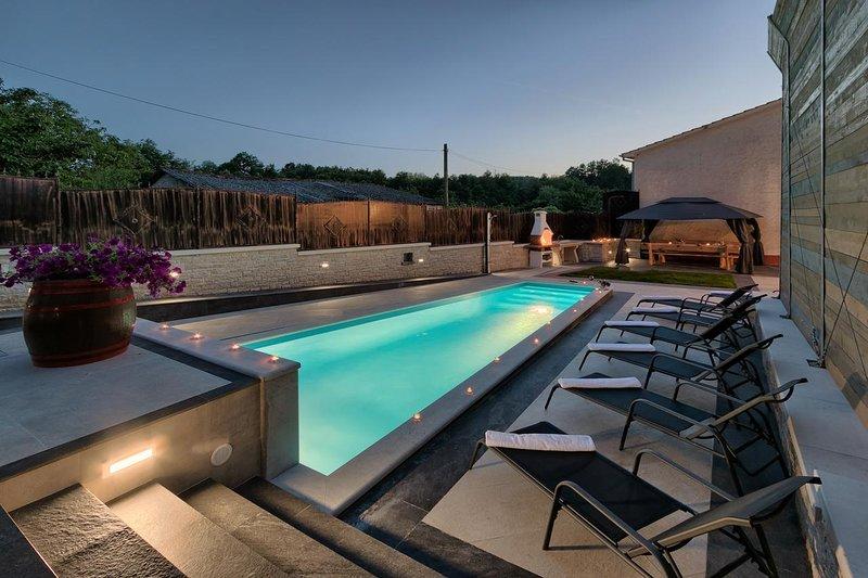 Villa Patrick, private pool, 8-10 people, free WiFi, holiday rental in Beram