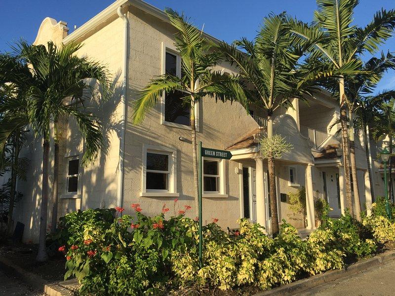 West Coast, 3 bed, 3 bath, beautiful colonial beach home, pool, Alleyne's Bay, alquiler vacacional en Mount Standfast