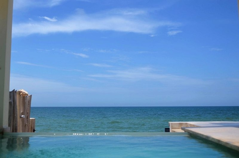 BEACHFRONT UNIQUE ~ 2nd floor APARTMENT 2 BED/2 BATH SUITE, holiday rental in Sisal