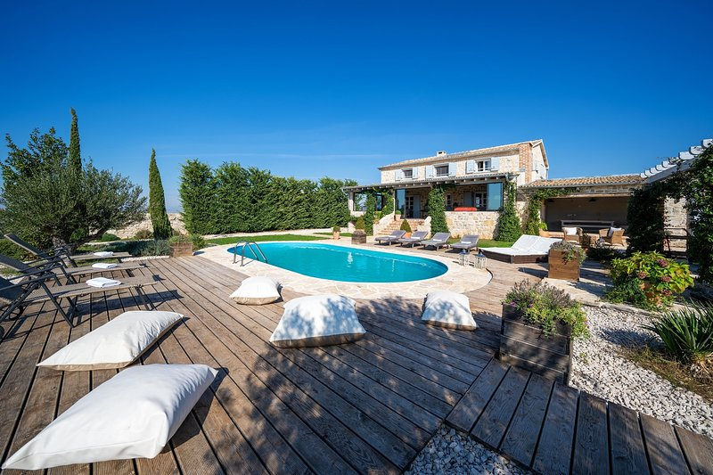 Beautiful Villa Premasole, in Dalmatia,with a Pool, vacation rental in Sukosan