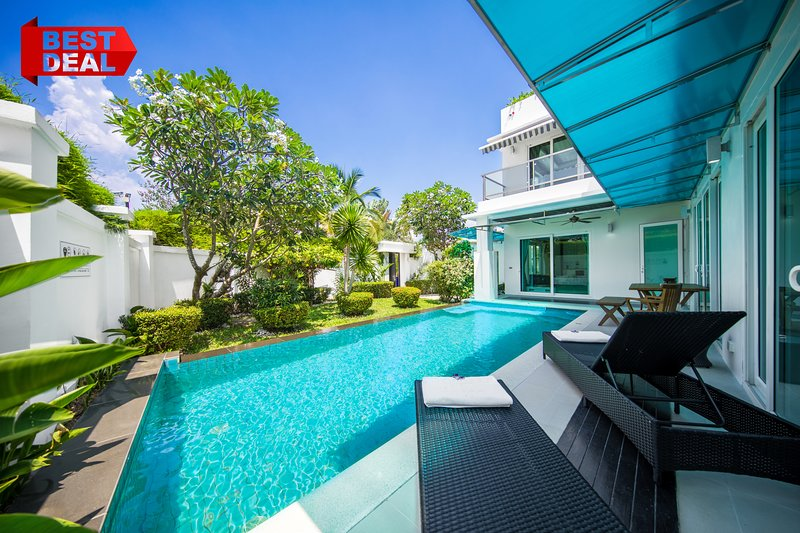 CRYSTAL Private Pool Villa 5 bedroom Palm Oasis Village, BBQ Grill, holiday rental in Pattaya