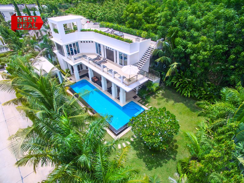 LUXURY Pool Villa Pattaya 4 Bedroom, BBQ Grill, Jacuzzi, holiday rental in Pattaya