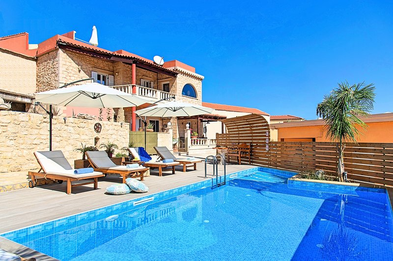 Casa Belvedere with Jaccuzzi, vacation rental in Argyroupolis