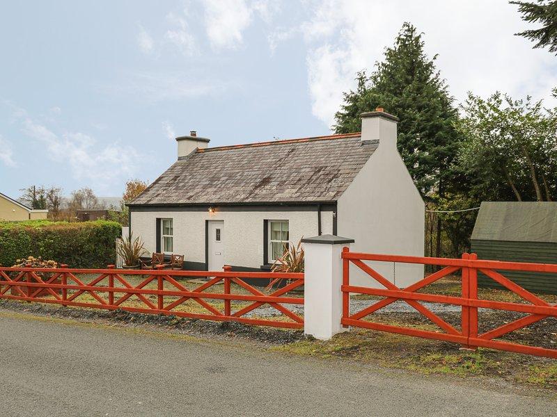 CURRAGHAMONE, woodburning stove, garden with patio, in Ballybofey, Ref. 960541, vacation rental in Castlederg