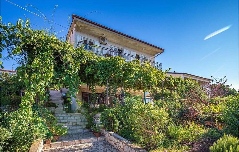 Beautiful apartment in Novi Vinodolski with 2 Bedrooms (CKN589), casa vacanza a Donji Zagon