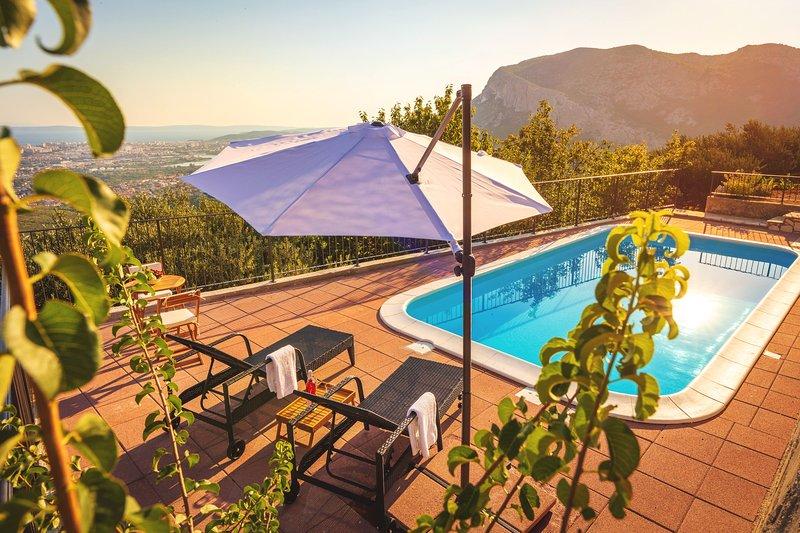Hidden Gem with a breathtaking view on Split, vacation rental in Klis
