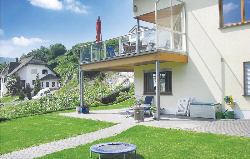Nice home in Pölich with WiFi and 2 Bedrooms (DMO089), holiday rental in Trier