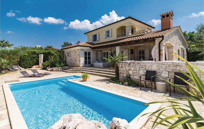 Amazing home in Stifanici with WiFi and 3 Bedrooms (CIL497), vacation rental in Baderna
