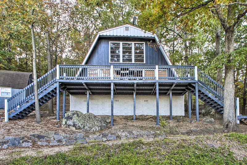Beaver Lake Cabin: Deck, Yard, Community Amenities, vacation rental in Garfield