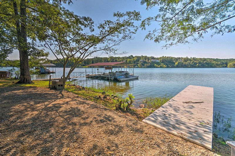 Home on Lake Catherine w/ Dock 9 Mi to Hot Springs, holiday rental in Malvern