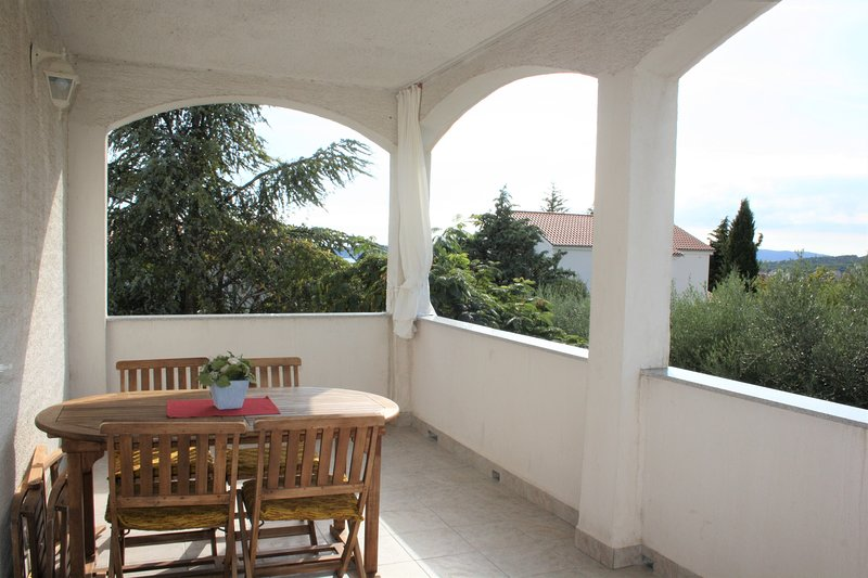Family Apartment Duba for up to 6 Persons, vacation rental in Krk