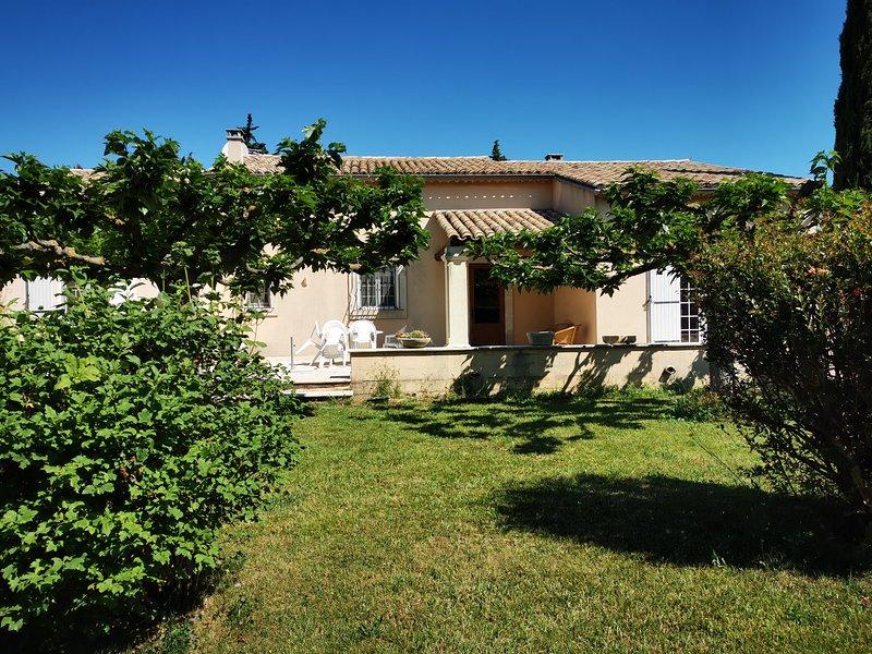 Maison spacieuse aux portes du Luberon, aluguéis de temporada em Cheval-Blanc