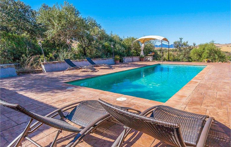 Nice home in El Gastor with Outdoor swimming pool, Outdoor swimming pool and 4 B, holiday rental in El Gastor