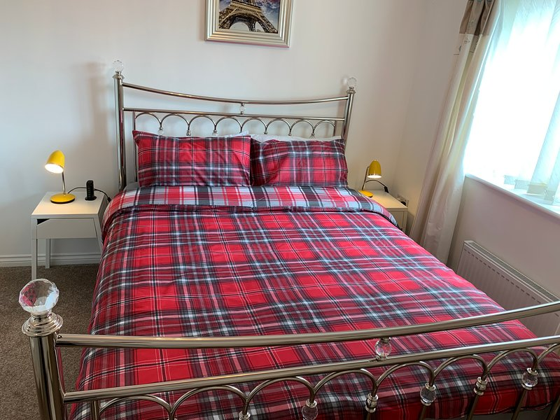 Modern House/Ideal for families/free wifi/Kirkcaldy/ Scotland, vacation rental in Kinghorn