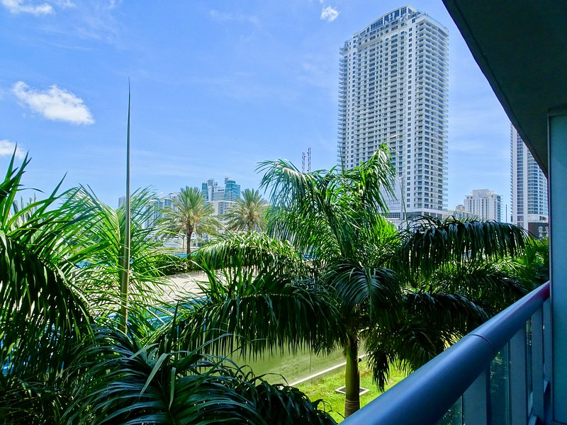 MIA.BW 410A - Deluxe Apartment One Bedroom, holiday rental in Hallandale Beach