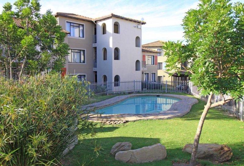 African Sea Breeze apartment in Plettenberg Bay, location de vacances à The Crags
