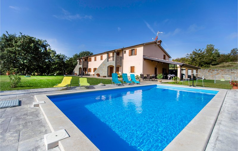Awesome home in Gracisce with WiFi and 5 Bedrooms (SCR262), location de vacances à Cepic