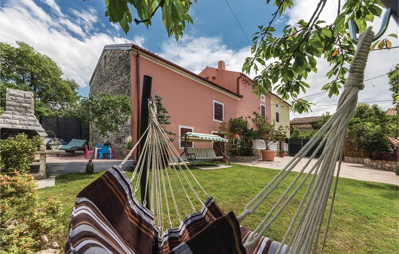 Nice home in Pula with WiFi and 2 Bedrooms (CIL278), holiday rental in Marcana