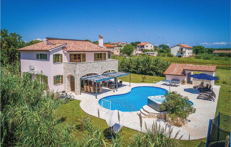 Beautiful home in Valtura w/ WiFi and 5 Bedrooms (CIL098), location de vacances à Valtura
