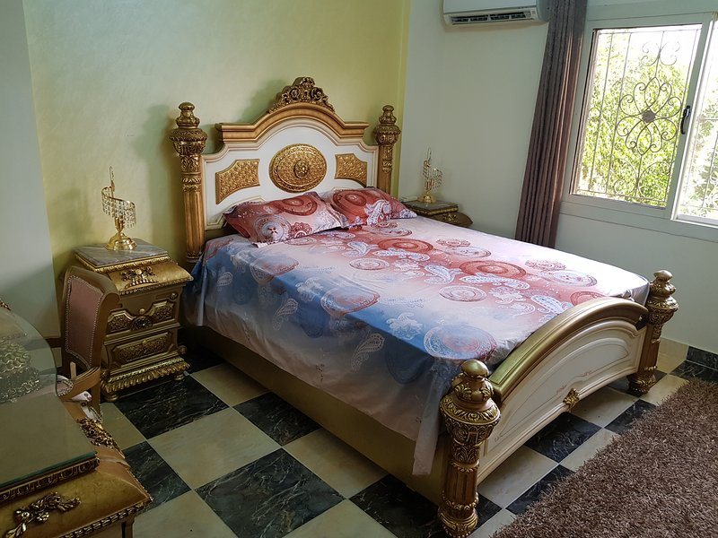 Furnished apartment ground floor with garden, holiday rental in Sheikh Zayed City