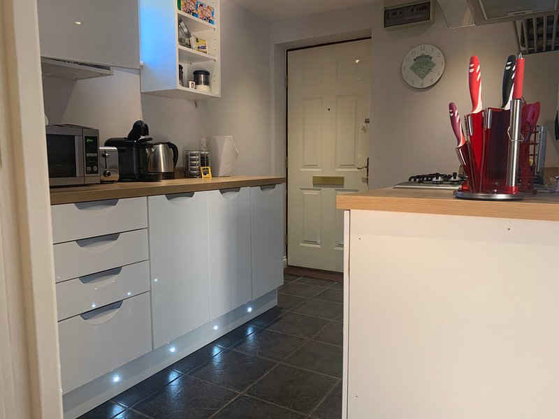 Unique Serviced Apartments Cheltenham, vacation rental in Little Witcombe