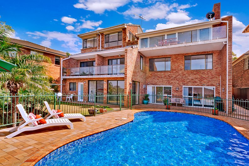 Lovely Garden Level of 3 storey house 3 Bedrooms, Pool, Golf, Cafes & Beaches, holiday rental in North Narrabeen