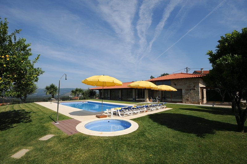 Agrelo Villa Sleeps 6 with Pool and Air Con - 5818056, holiday rental in Barcelos
