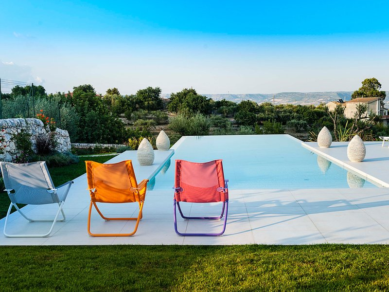 Campanella-Gianforma Villa Sleeps 6 with Pool Air Con and WiFi - 5818073, vacation rental in Frigintini