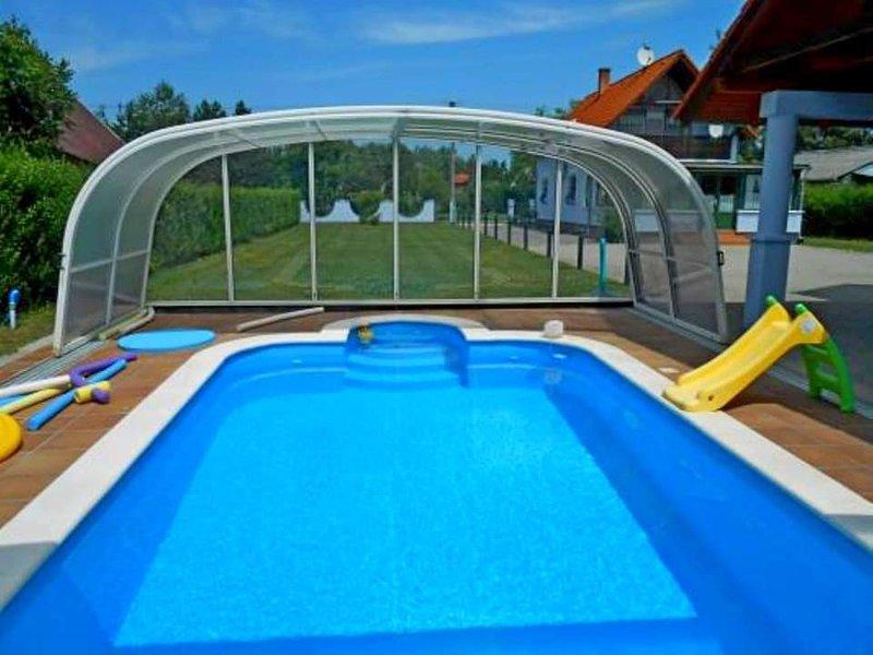 Luxus Ferienhaus mit Pool für bis zu 8 Personen, casa vacanza a Balatonmariafurdo