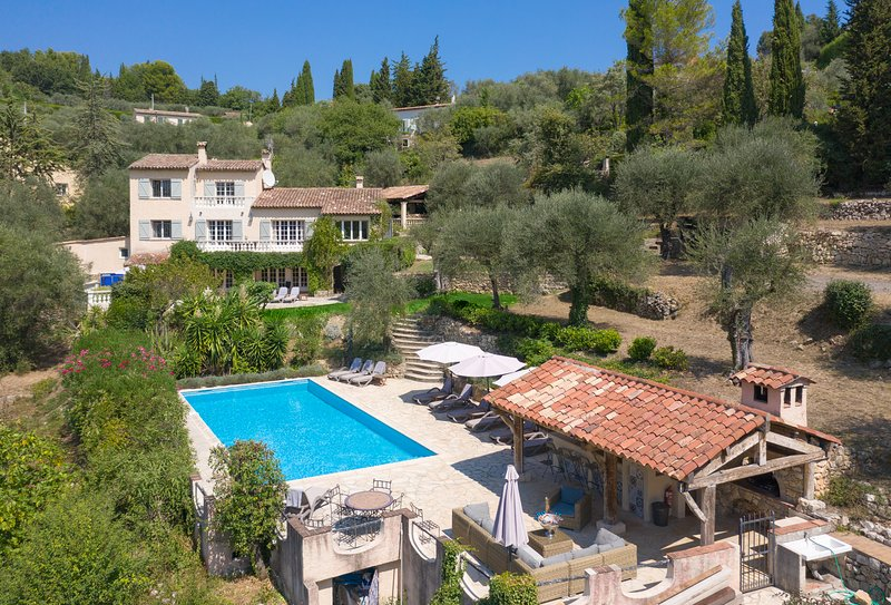Gorgeous Country Villa w/pool near Valbonne Village - Sleeps 14, Ferienwohnung in Valbonne