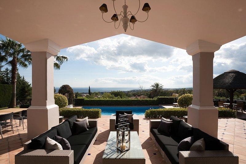 Marbella Villa Sleeps 10 with Pool and Air Con - 5818064, alquiler vacacional en Istán