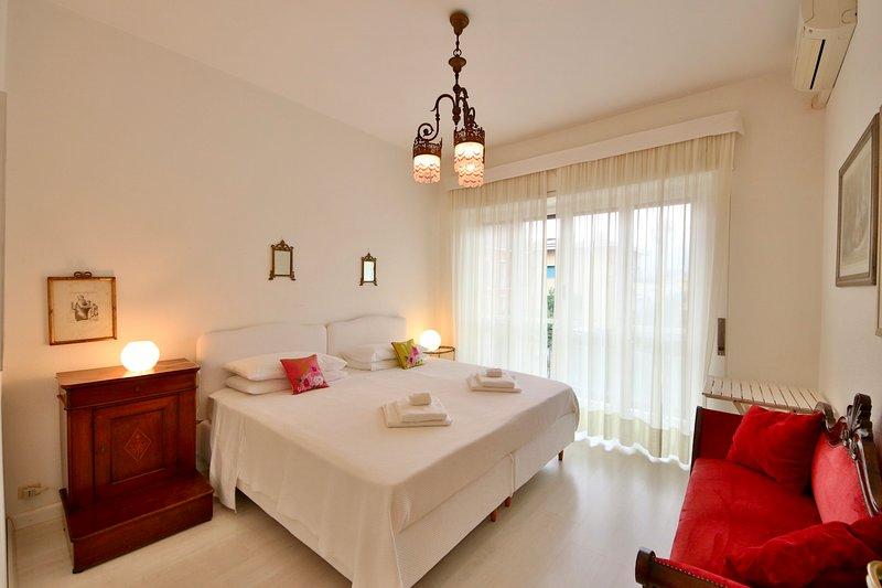 SOFIA-1BR-w/AC Balcony-Walk2everything by KlabHouse, vacation rental in Portofino