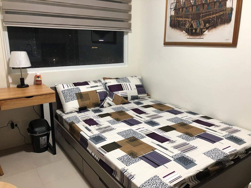 Urban Deca Tower Unit by Solidalde, holiday rental in Mandaluyong