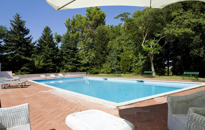 Nice apartment with shared pool, alquiler vacacional en Fabriano