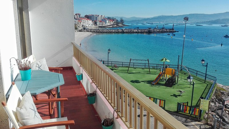 Discover the Rías Baixas from this apartment located in Raxó on the beach