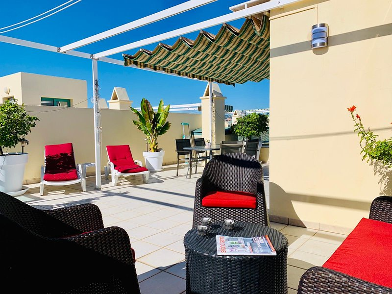 Penthouse med solig privat takterrass, vacation rental in Torre del Mar
