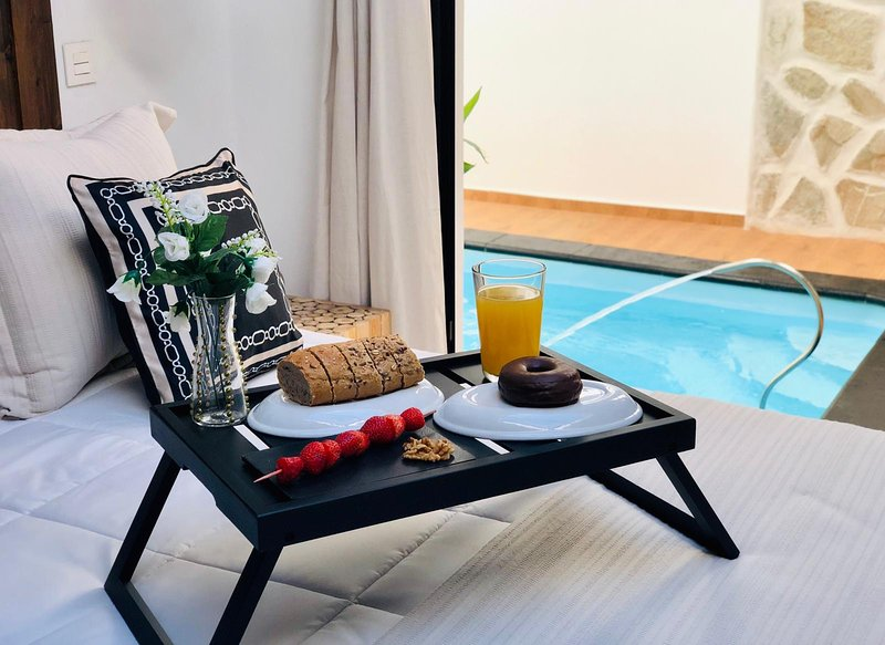Nazaret suite apartment with heated private pool, holiday rental in Tahiche