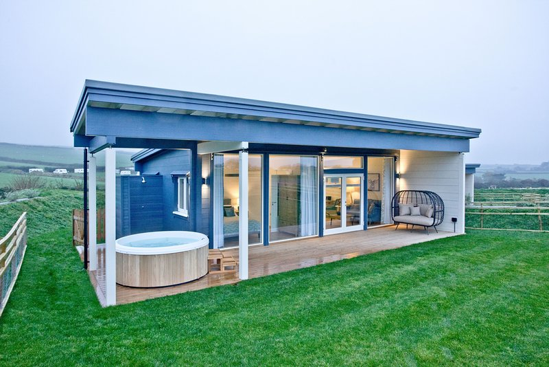 Rafters, March End Lodges - A beautiful countryside retreat with private hot tub, Ferienwohnung in Georgeham