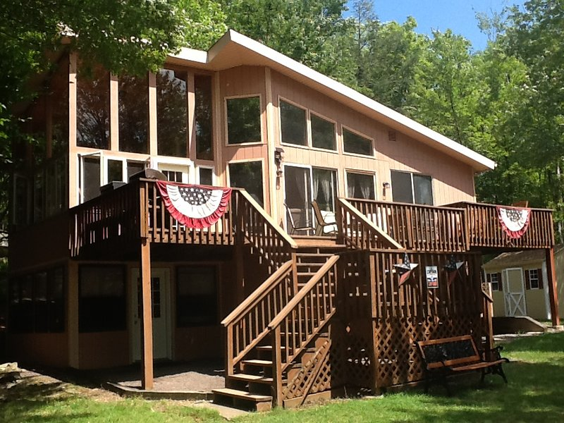 SPECTACULAR LAKEFRONT LAKEVIEW HIDEOUT RESORT- PARADISE ON THE LAKE SWIM+ GOLF, location de vacances à Lakeville