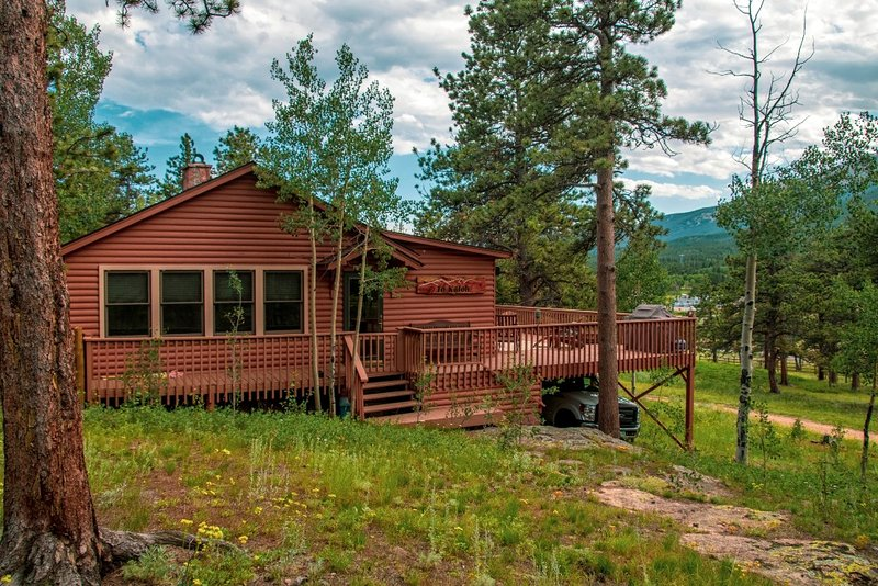 Main cabin - sleeps 8 with large deck for entertaining (3 bedrooms, 1 1/2 baths)