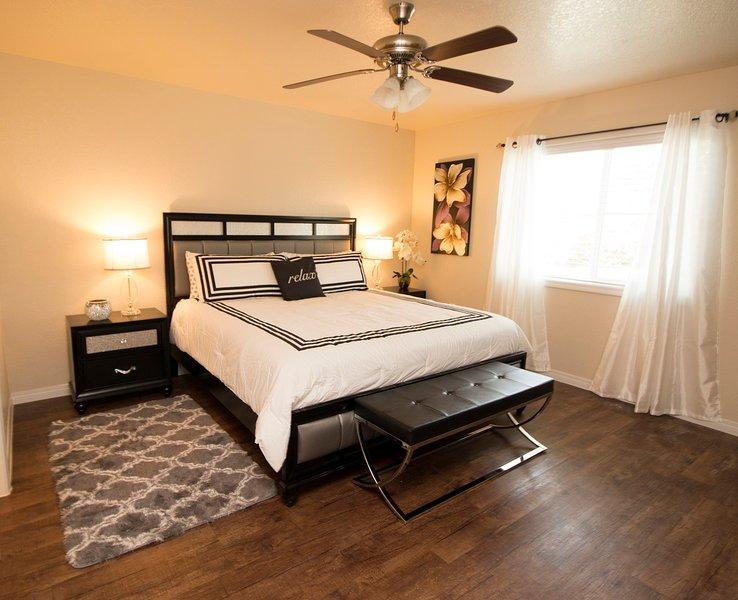 San Antonio Elite Modern Home 3BD/2BA, holiday rental in Helotes
