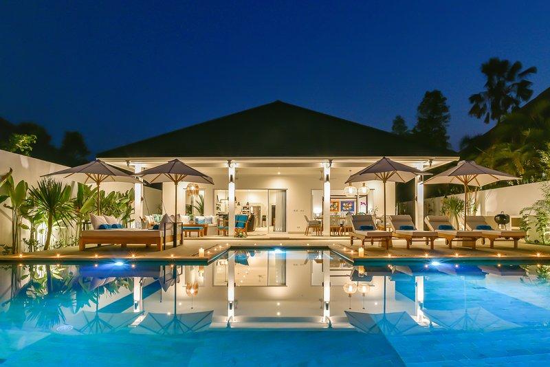 Villa Serenity - Private, Luxury, and Open Concept Beachfront Villa, Ferienwohnung in Umeanyar