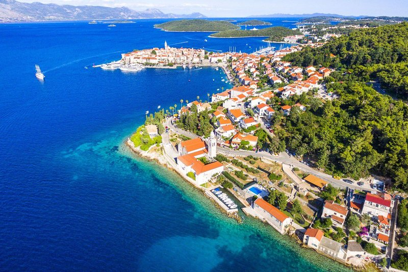 Villa Heritage Korcula – Luxury seafront villa with pool, Korcula island, holiday rental in Medvinjak